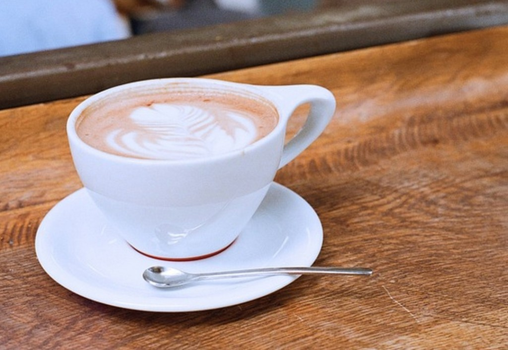 Blumen-Motiv als Latte Art