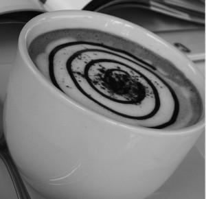 Sirup und Pulver für den Anfang der Latte Art Kunst