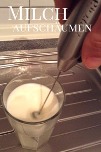Mit Aerolatte Quirl die Milch aufschäumen