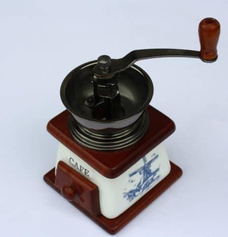 Handbetriebene Espressomühle aus Porzellan